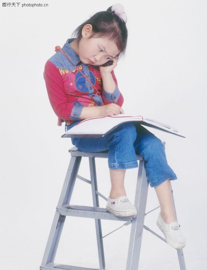 可爱幼童,人物,接电话 思考 低头 心烦 中断 ,可爱幼童0008