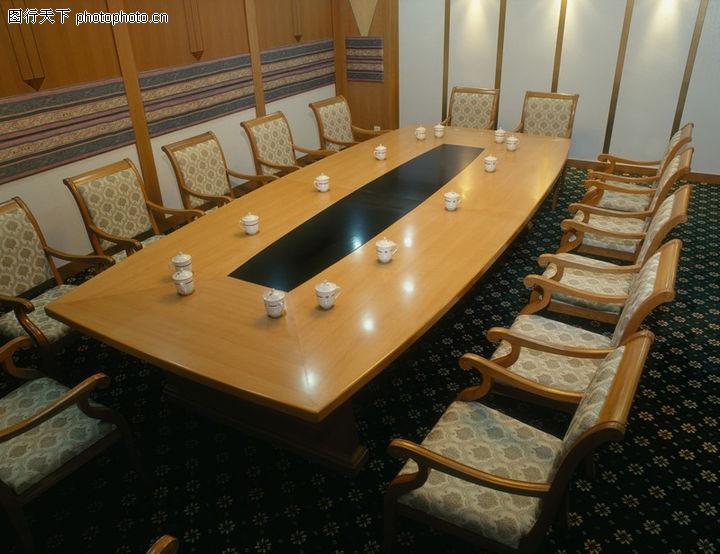 会议室 装饰 长方形环 会议桌 沙发靠椅 淡色调 茶杯图片
