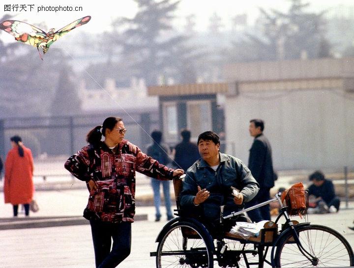 民间风情,中华图片,马路 行人 轮椅,民间风情0141