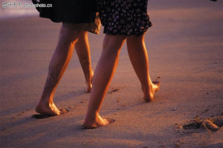 沙滩上 光脚丫