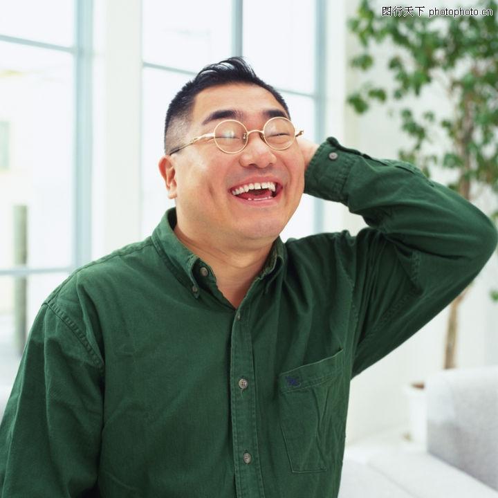 中年眼镜男人生活照