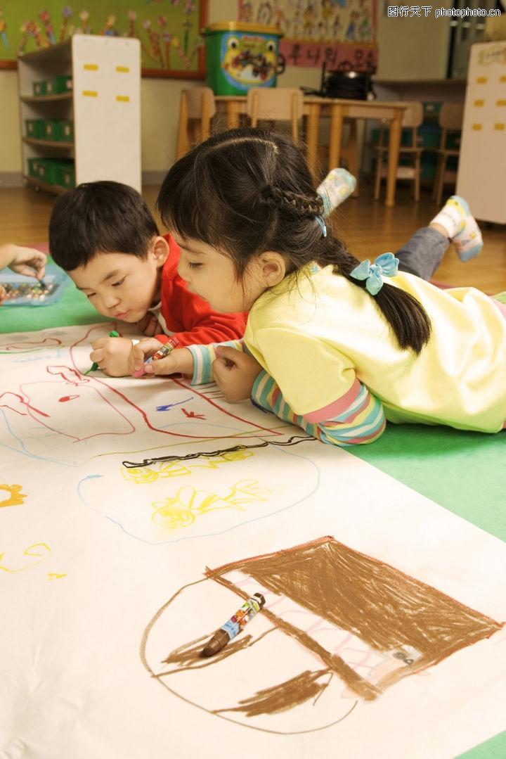 学前教育,儿童教育,姐弟 专心 注意 童画 涂改,学前