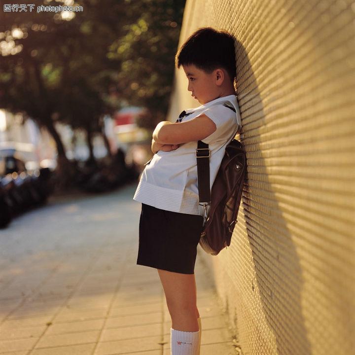 生活孤独_图和睦的家庭生活有效驱除孤独感