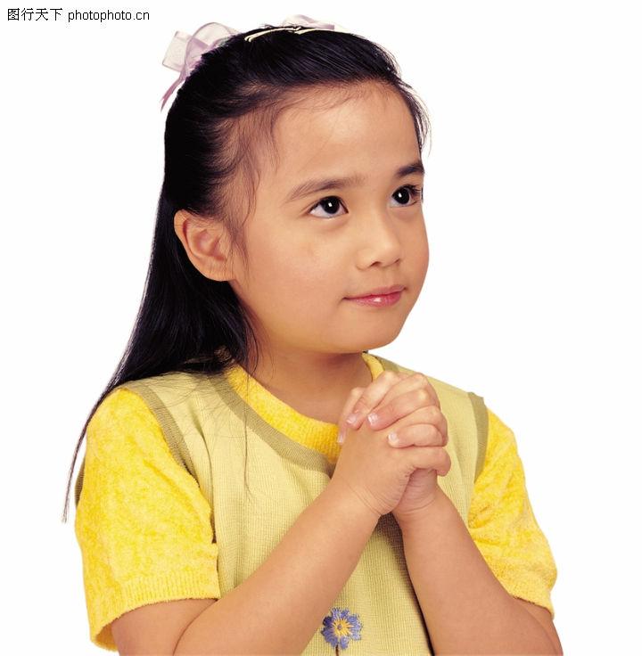 小孩祈祷的图片可爱