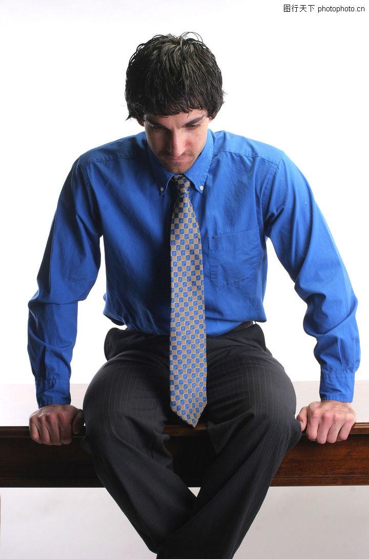 浅蓝色衬衫搭配领带