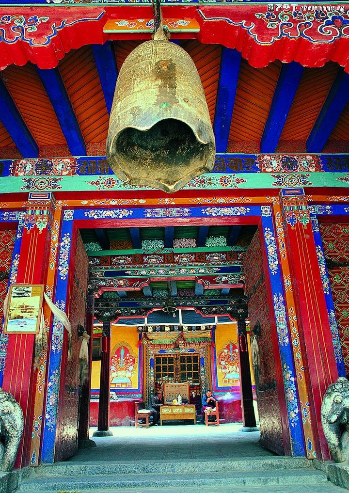 西藏风光 中国传统人文 大钟 藏族 藏式房屋图片