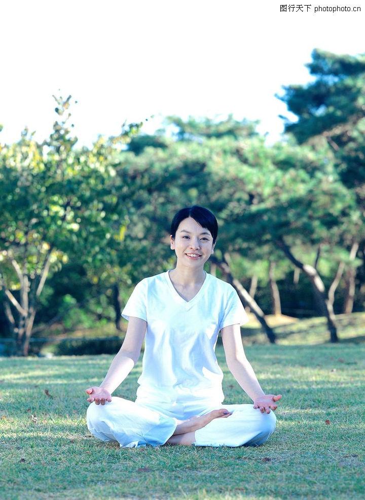 瑜伽健身,运动休闲,果林 草地 打坐,瑜伽健身0071