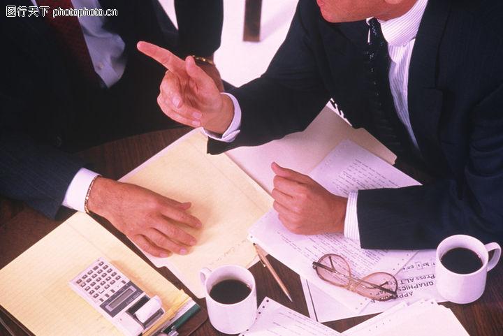 商业伙伴,商业人物情景,开会时 杯子 眼镜,商业伙伴0054