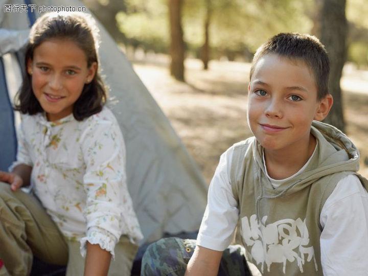 家庭暑假出游,家庭婚姻,姐弟 树木 国外小孩,家庭暑假出游0047