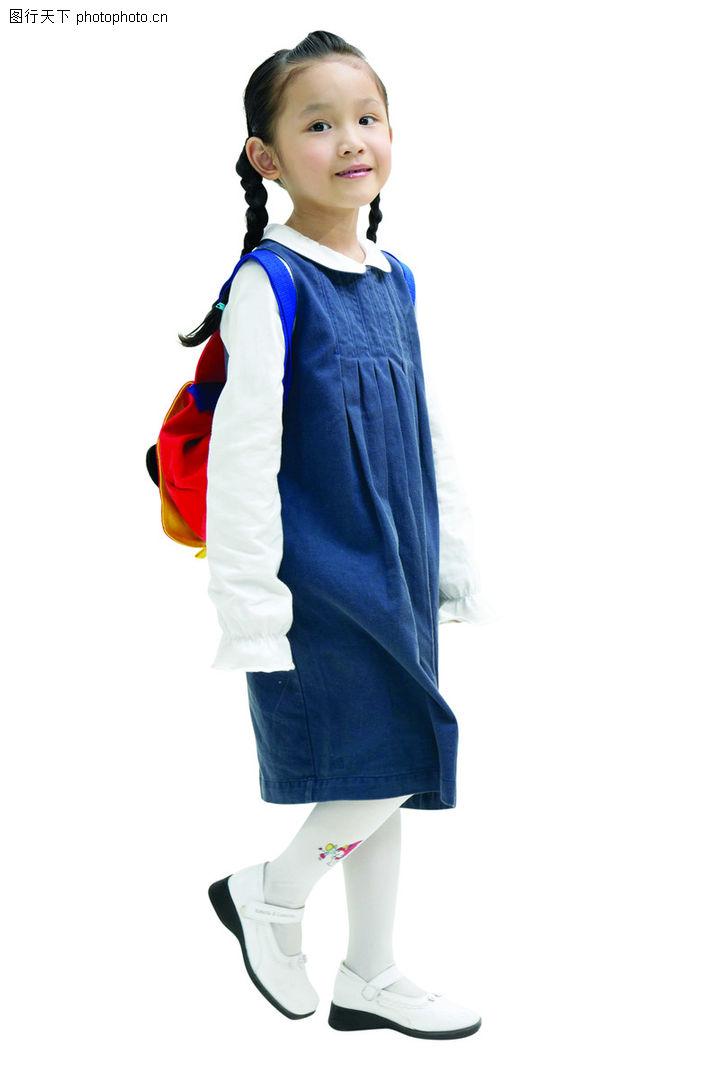 儿童广告去背 儿童 背书包上学 去上学 白色皮鞋