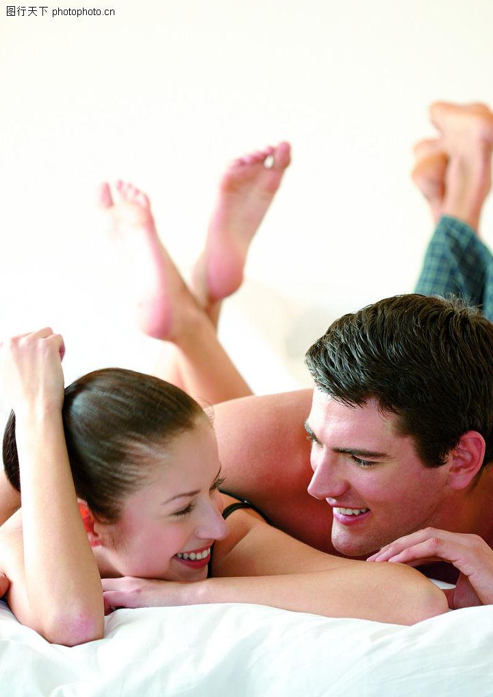 情侣夫妻 翘起脚丫