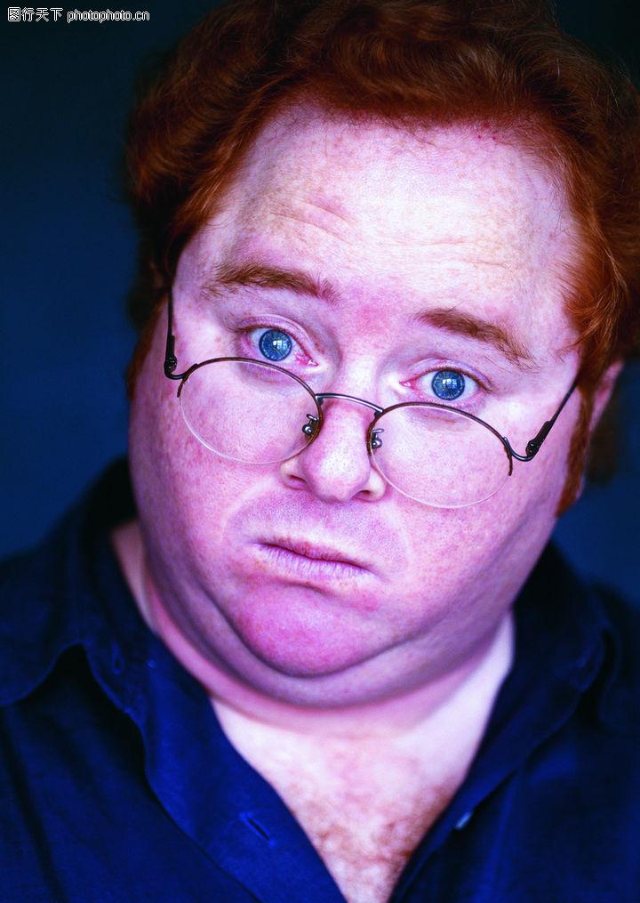 胖子戴眼镜发型
