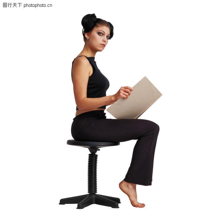 人物坐姿照片 动漫人物坐姿图片欣赏 速写人物坐姿 少女背影图片