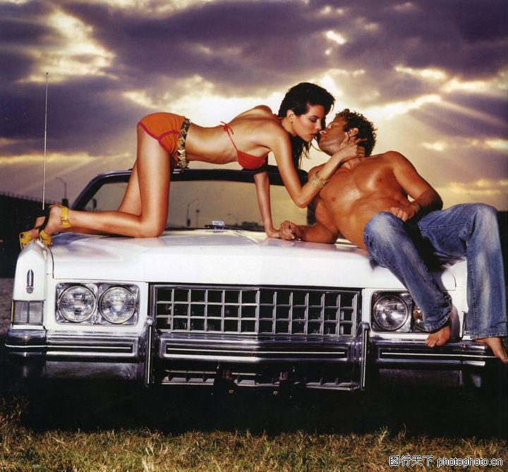 情侣摄影 广告创意 坐在车上 情侣接吻