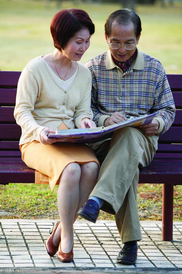 老人生活,生活,一起看书