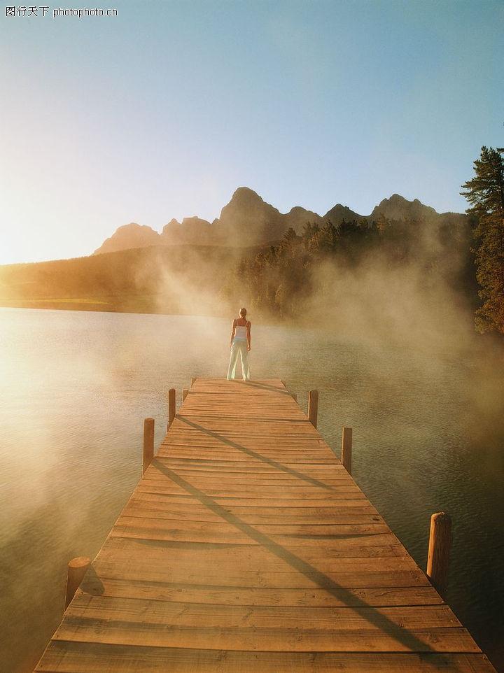 黄昏下静静的海边木桥风景图片高清图片免费下